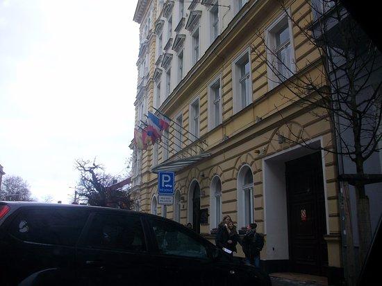 Assenzio: front of hotel