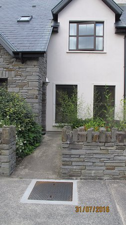 Kenmare Bay Holiday Homes & Lodges: Lodge frontage