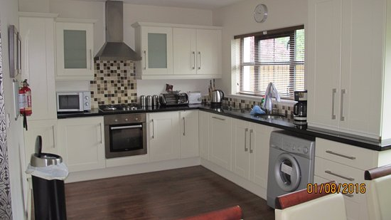 Kenmare Bay Holiday Homes & Lodges: Kitchen