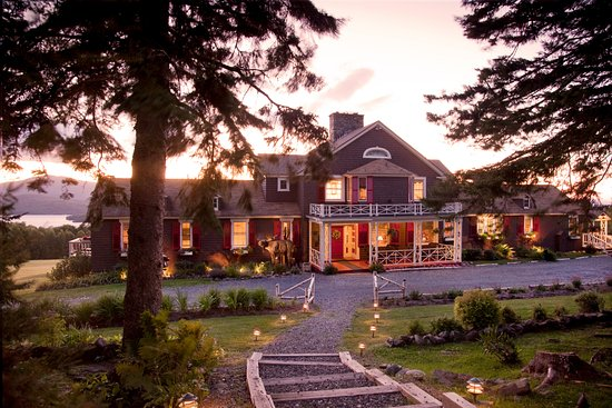 Lodge at Moosehead Lake: Lodge at dusk