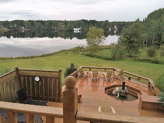 Aux Saveurs Du Lac : Vue du lac depuis la terrasse