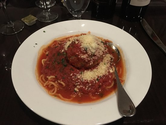 "Manasquan, Nueva Jersey: Spagetti with Marinara and ""Traditional Meatball"""