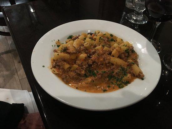 Manasquan, Nueva Jersey: Rigatoni with Bolognese Sauce
