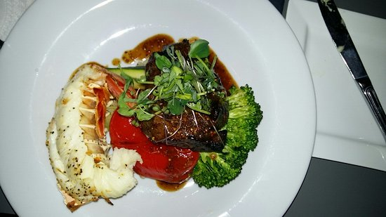 Сарния, Канада: Surf and turf. Lobster, filet and yummy vegetables