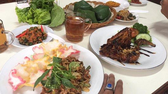 Ma Uneh Bandung Restaurant Reviews Photos Phone Number Tripadvisor