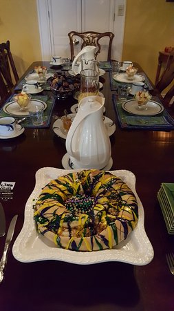 B&W Courtyards: King Cake and breakfast beginnings at the dining table