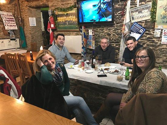 O Pino, Spain: Cenar una noche de invierno en Galicia al lado de una cocina de leña no tiene precio!! Excepcion