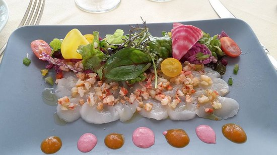 Fronsac, France: Carpaccio de saint Jacques et Homard