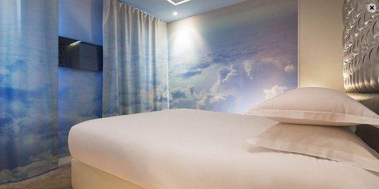 La Chambre Dans Les Nuages Photo De Angely Hotel Paris Tripadvisor
