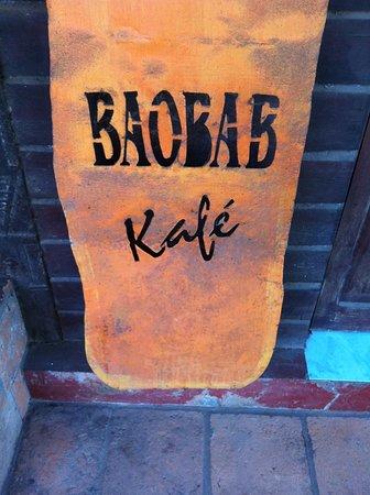 Baobab Cafe: Panneau au pied de l'escaler donnant sur la salle