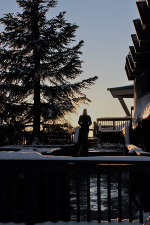 North Vancouver, Kanada: afternoon sun outside the chalet