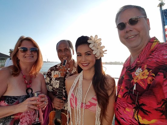 Star of Honolulu - Dinner and Whale Watch Cruises: Being Greeted by talented musicians and dancers