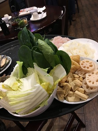 Millbrae, Kalifornien: Lotus root, cabbage and spinach