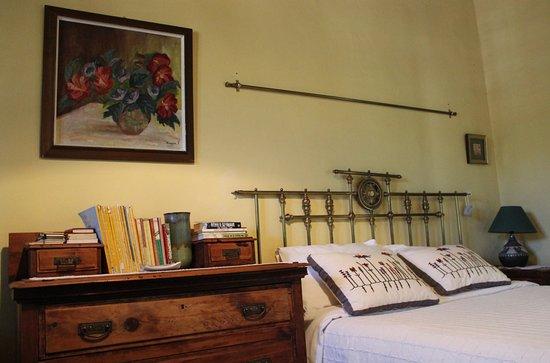 To Spitiko toy Archonta: bedroom of Andigonie house