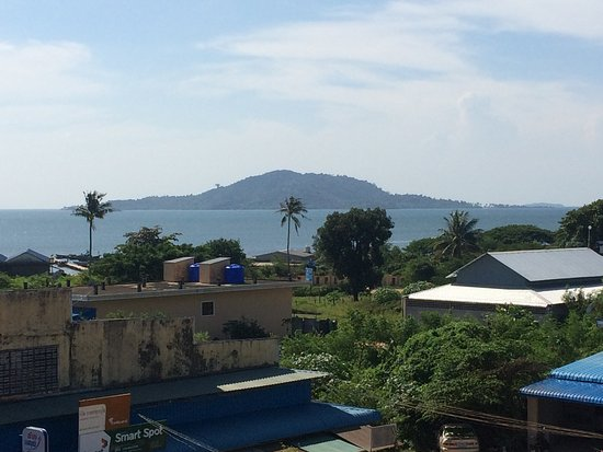 Kep Guest House : vue sur the rabbit island depuis le toit terrasse