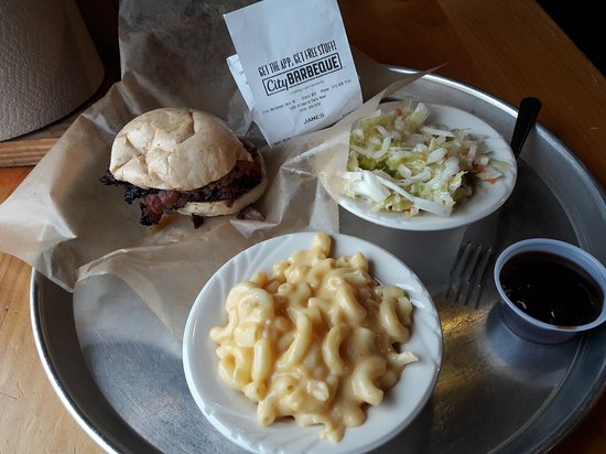 Cary, NC: City Barbeque