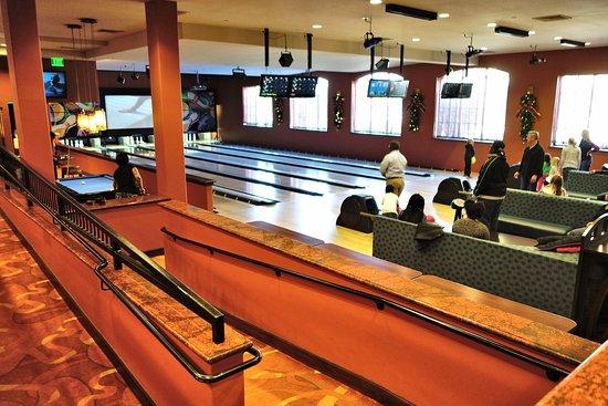ذا ميريتيج ريزورت هوتل آند سبا: Bar with Bowling Alley