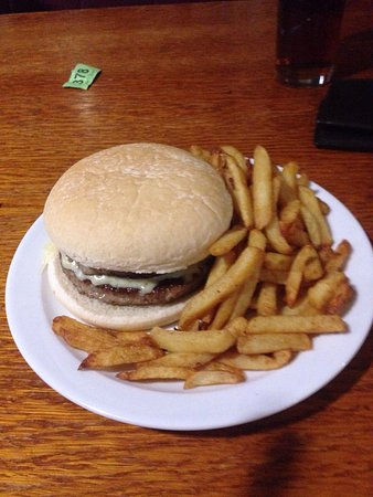 Aberystwyth, UK: 20170114 8oz cheese burger and chips £5