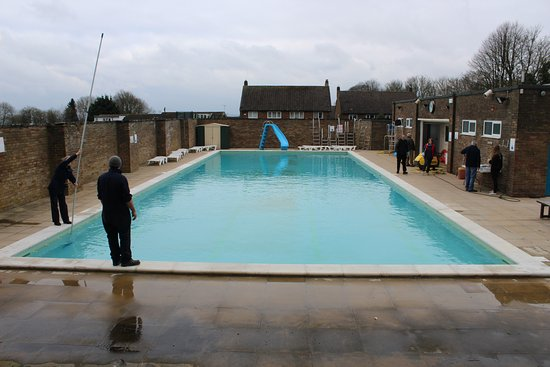 Chipping Norton, UK: A lovely heated outdoor pool - brilliant for all the family.