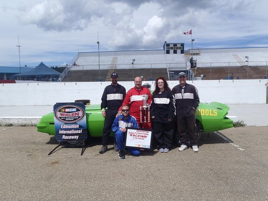 Wetaskiwin, Canadá: Our 10 Lap Stock Car Test Drive Program is extremely popular!
