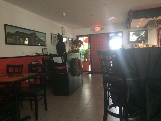Wok N Roll Chinese Restaurant & Bar: Inside of restaurant - where there is ample space for many people.