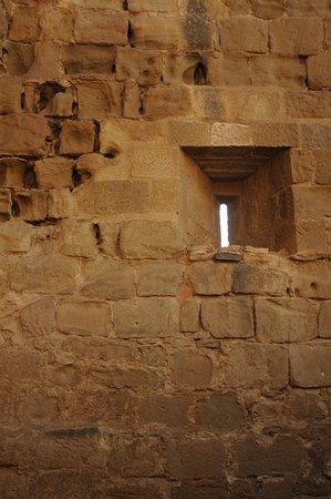 Quicena, España: Detalhe da janela onde os arqueiros e atiradores faziam seus alvos