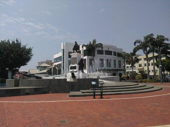 Plaza Olmedo.