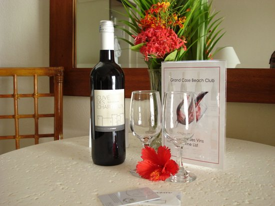 Grand Case Beach Club: Complimentary wine in room