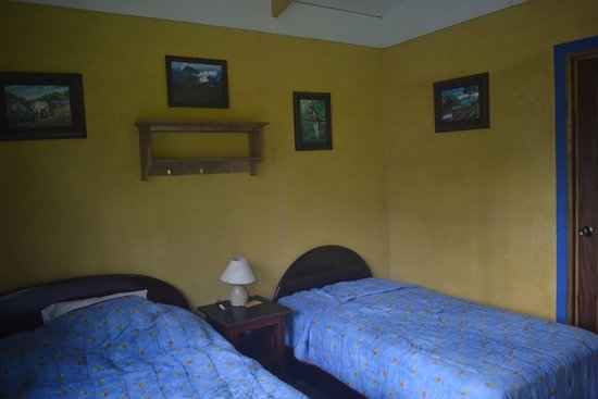 Cerro Chato Eco Lodge: cosy room with good beds