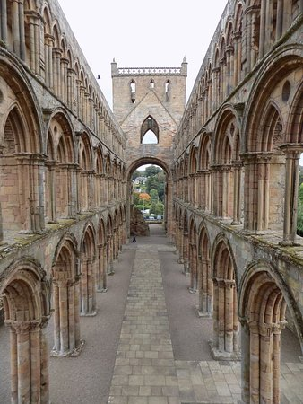 Jedburgh, UK: You can climb stairs inside the Abbey to get this shot!