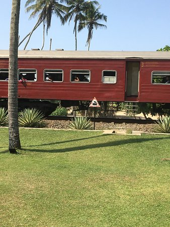 Club Villa: Th train runs between the hotel and beach