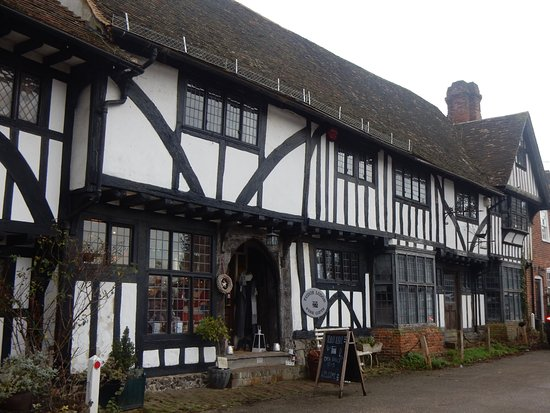 Chilham, UK: Wonderful 14th Century shop front!