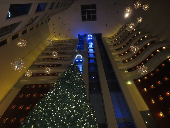 Hilton Colon Guayaquil: Christmas decorations in the lobby