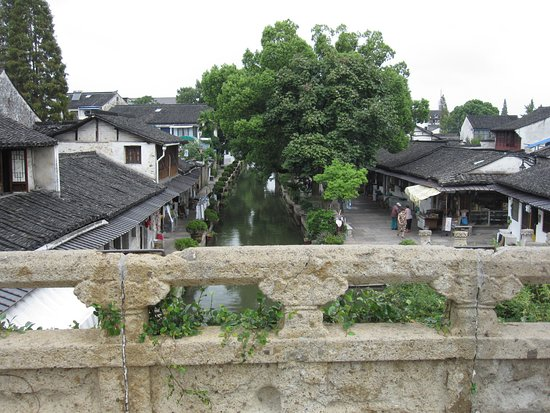 Shaoxing, Chine : from on the bridge