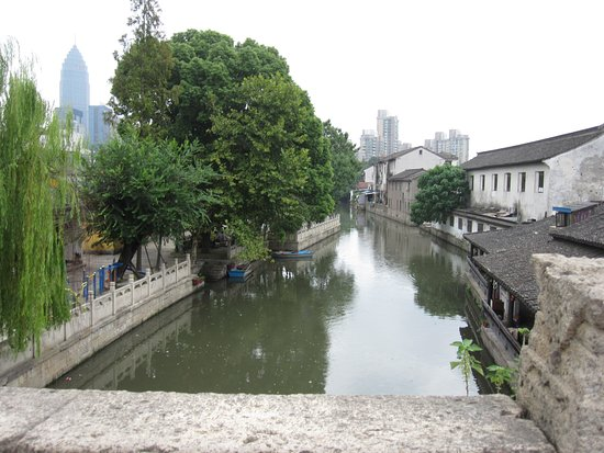 Shaoxing, Chine : houses along the river