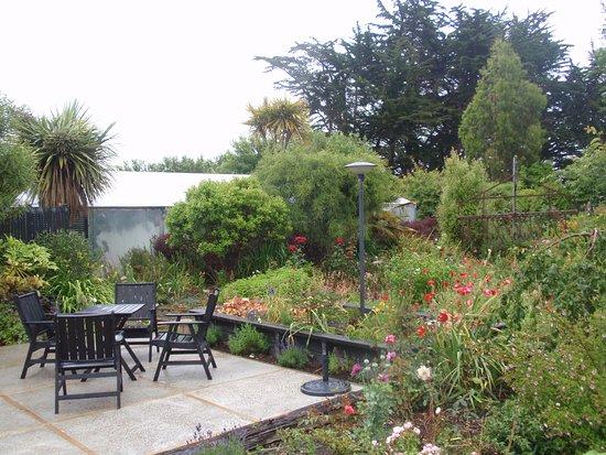 Folster Gardens B & B accomodation: Breakfast on the patio ?