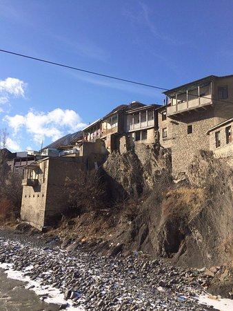 Akhty, Ρωσία: а это изумительный вид на горное лезгинское село с моста, которому сто лет!