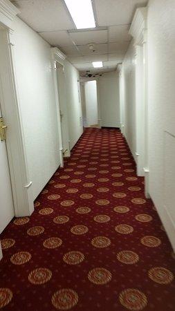 Athabasca Hotel: Corredor no segundo andar.
