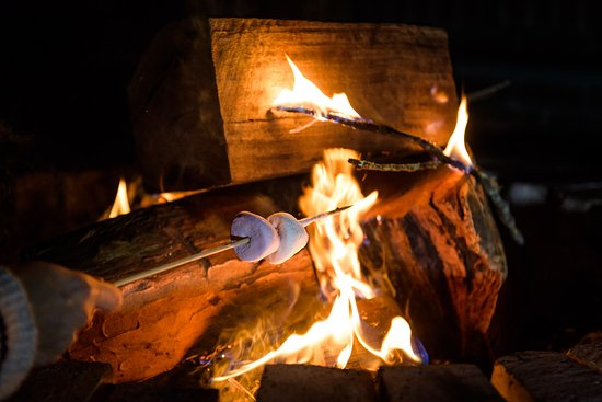 Blackheath, Австралия: Toasting marshmallows on our Fire Pit