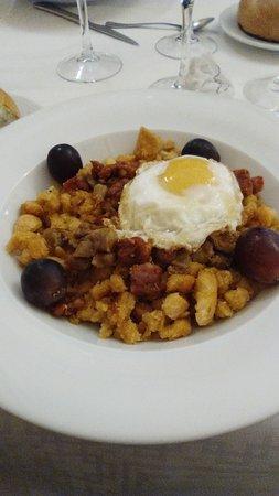 Pastrana, สเปน: Buena comida y trato excelente