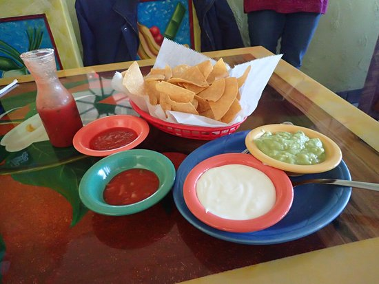 Chips, salsa, and guacamole at El Mezon