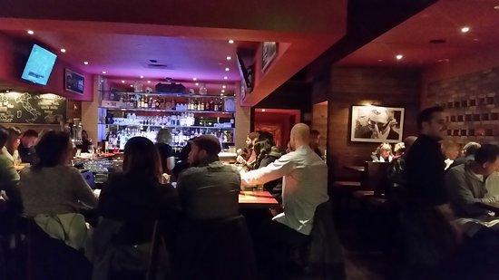 Burlington, MA: Bar area