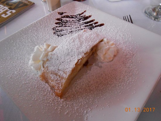 Austrian-German Restaurant: apple strudel