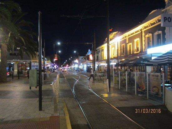 Glenelg Tram : Mall in Glenelg