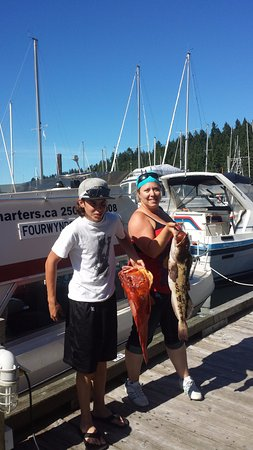 Nanaimo, Kanada: Mom and son show off their catch