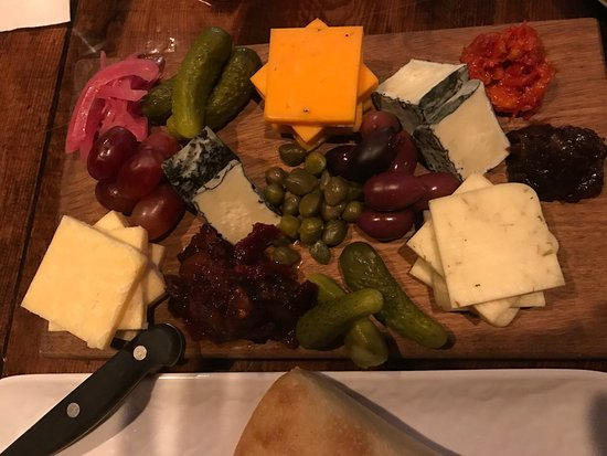 Kitchen 527: Best artisanal cheese plate and entrees in South Haven