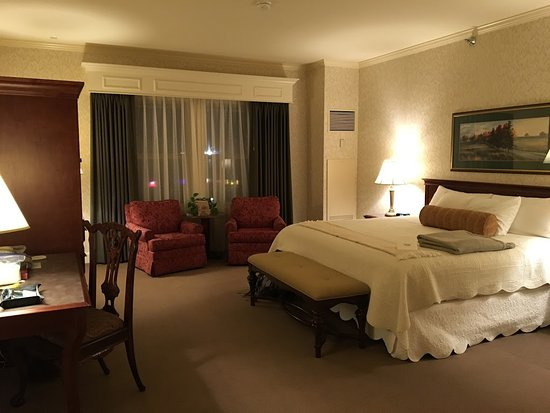 Fairhaven Village Inn: Room 308, King