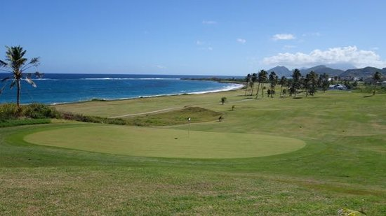 Costa Sur, Saint Kitts: great views on the last holes