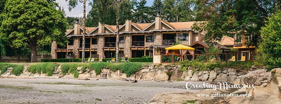 Galiano Island, Canada: View from the beach in front of the Villa suites