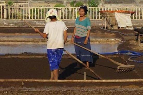 Tulamben, Indonesia: salt making amed bali